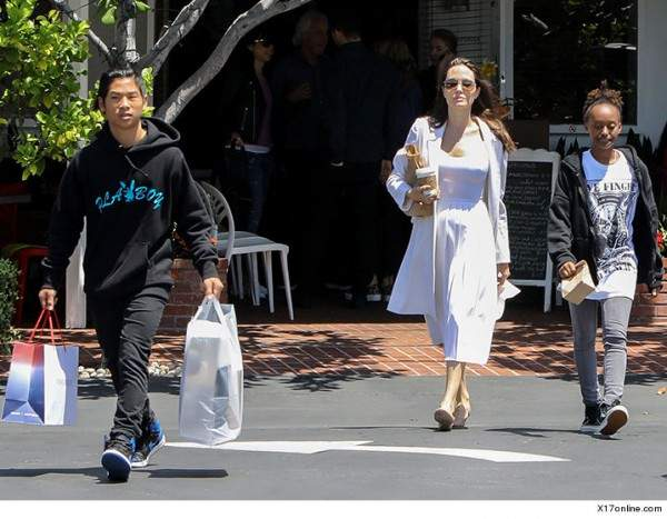 قبل إنتقالها إلى منزلها الجديد..هكذا بدت أنجلينا جولي؟