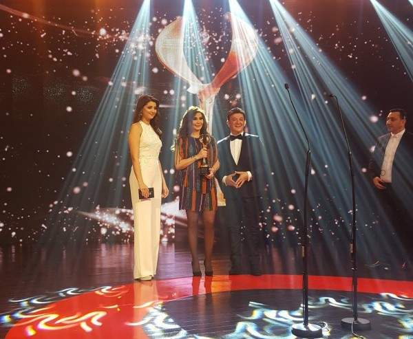 إليسا تتسلم جائزة تكريمية من مهرجان ضيافة