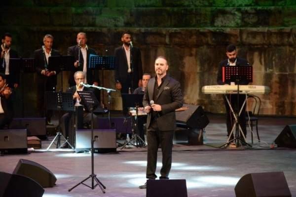 وائل جسار يغني فيروز وملحم بركات في صور.. والجمهور الكبير يفاجئ الجميع