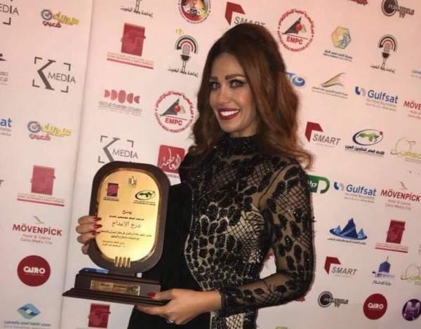 بعد فوزها بجائزة أفضل ممثلة..ريهام عزيز للفن: قضيت أياماً ممتعة في القاهرة