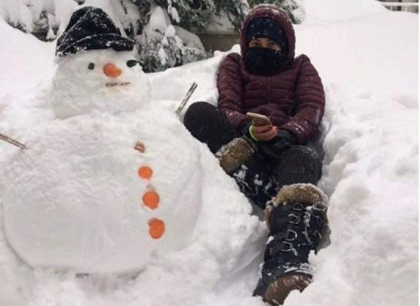 رحمة رياض تستمتع بأجواء الثلج في تركيا.. بالفيديو