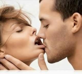 التقبيل متعة جنسية لها فوائد مفاجئة