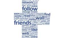 """منتقدو """"فيسبوك"""" يطالبون بقواعد تنظيمية وتحقيق بعد إساءة استخدام بيانات"""