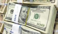 الدولار يواصل انخفاضه في ظل التوترات السياسية في الولايات المتحدة