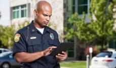"""الولايات المتحدة تنصح رجال الشرطة بعدم النظر الى شاشات الـ""""أيفون"""""""
