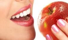 مسافرة تدفع غرامة بقيمة 500 دولار بسبب تفاحة!!