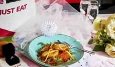 بريطاني طلب الزواج من طبق دجاج