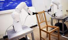 """روبوت يجمع كرسي """"ايكيا"""" بـ20 دقيقة في سنغافورة"""