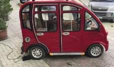 السوريون يبدعون في مصر بصناعة سيارة خيالية