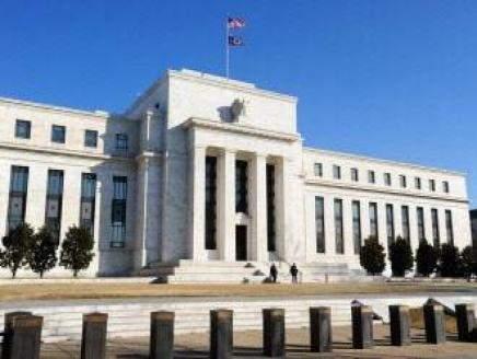 مسؤول بالإحتياطي الفيدرالي: لا حاجة لرفع الفائدة في حزيران