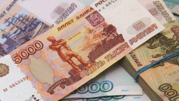 الإسترليني يتراجع إلى أدنى مستوياته في أكثر من شهرين مقابل الدولار