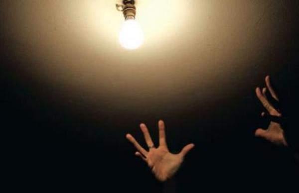 ملف الكهرباء عنوان الجدل السياسي الجديد وعقد شركات مقدمي الخدمات بين التجديد والتمديد الأكيد