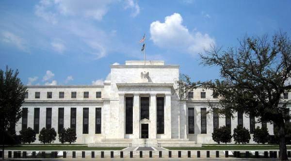 """رئيس الفيدرالي الأسبق: جورج واشنطن استخدم """"بتكوين"""""""