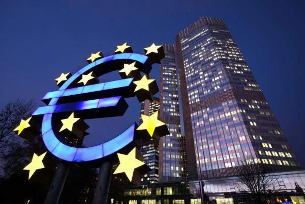 الأسهم الأوروبية تغلق على استقرار لكنها تحقق مكاسب أسبوعية