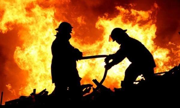 """""""أبوظبي الوطنية للنفط"""": نعمل للسيطرة على حريق بأحد المصافي"""