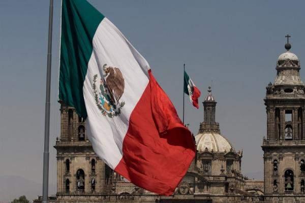 المكسيك تحث شركاتها الوطنية على عدم المشاركة في بناء الجدار الحدودي