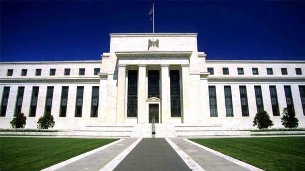 رئيس الاحتياطي الفيدرالي في نيويورك يدعم رفع أسعار الفائدة