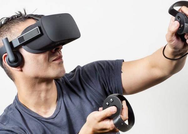 تخفيض في السعر خوذة Oculus Rift مع أداتي التحكم Oculus Touch