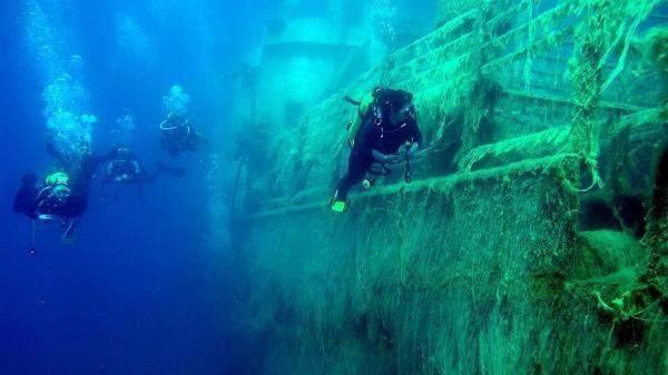 إكتشاف 10 آلاف قطعة من المعادن الثمينة في سفن غرقت قبل 400 عام