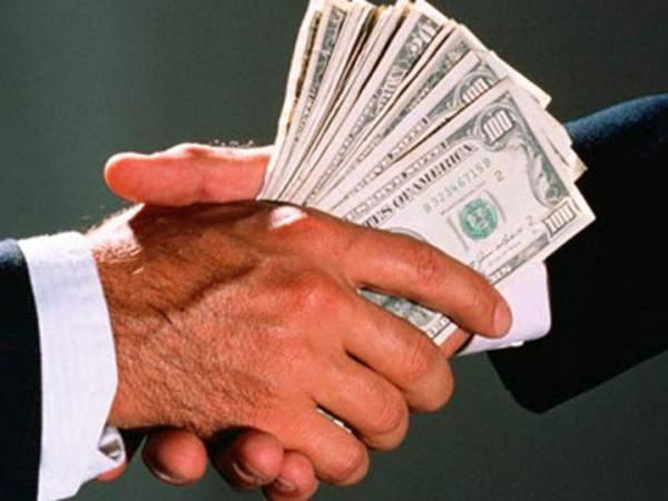 عُرض عليه رشوة بقيمة 98 مليون درهم!