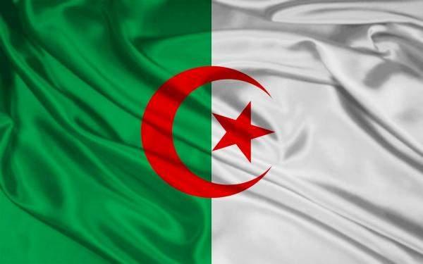 الجزائر: الحرائق تثقل كاهل المزارعين