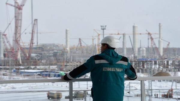 بكين تشتري أسهما في شركة روسية
