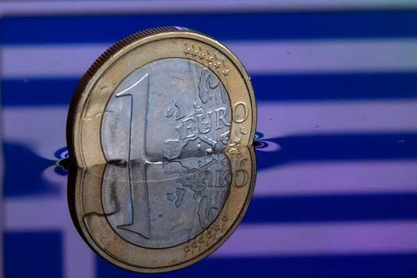 اليورو يرتفع بنسبة 0.62% إلى 1.2368 دولار