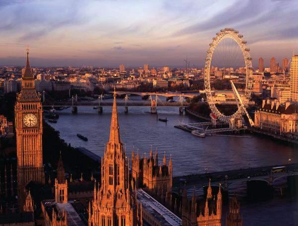 تراجع الإسترليني يرفع عدد السياح 18% في بريطانيا