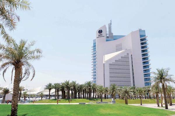الكويت: العمل على احتواء تسرب نفطي في منطقة رأس الزور
