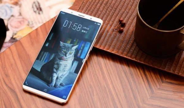 """هواتف جديدة من """"Vivo""""..""""غوغل"""" و""""Meizu""""..تعرف إلى مواصفاتها!"""