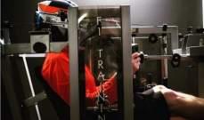 كيمي رايكونين يمرّن عضلات رقبته