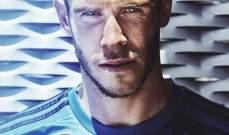 بيل ينشر صورة له بقميص ريال مدريد الأزرق