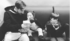 ليونيل ميسي يحمل مولوده الجديد سيرو