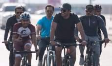 أمير قطر يخلع ثوب السياسة ويشارك في فعالية على دراجة هوائية