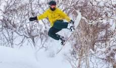 لويس هاميلتون يظهر مهاراته في التزلج
