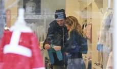 موراتا يبحث مع زوجته عن ملابس لطفله الجديد