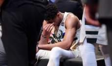 انتيتوكمبو يتعرض لالتواء في الكاحل خلال مباراة بروكلين