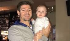 ستيفن جيرارد مع إبنه ليو
