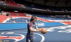 كافاني يستعرض مهاراته بكرة السلة