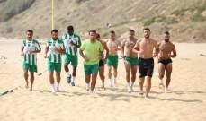 لاعبو الأنصار على شاطئ الرملةالبيضاء