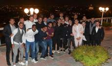 لاعبو روما مع توتي خلال حفلة عشاء