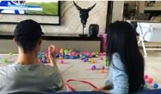 كريستيانو وجورجينا يلعبان بالكرات الصغيرة