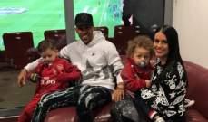 اوباميانغ يتابع مباراة ارسنال مع عائلته