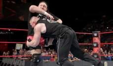 مواجهة عنيفة بين بروك ليسنر وساموا جو وحشد من المصارعين يفصل بينهما