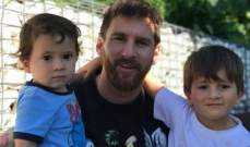 هكذا يلهو ميسي مع ابنائه