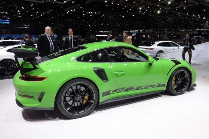 الكشف عن سيارة بورش 911 جي تي 3 ار اس بحلتها الجديدة