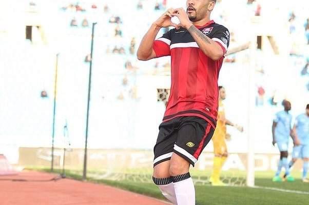 خاص:لاعبون ومدربون في الدوريات العربية لفتوا الانظار في الجولة الاخيرة